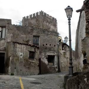 Itinerari: Il Borgo medievale e il Castello di Brolo (Messina)